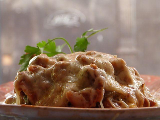 Musaka de berenjena, boniato, perejil y salsa boloñesa en el Shamuskia'o.