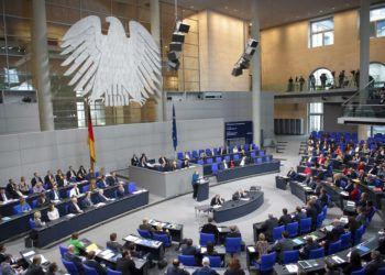 Fotografía de archivo del 21 de noviembre de 2018 de la canciller alemana Angela Merkel en Bundestag. Foto: Ralf Hirschberger/dpa vía AP.