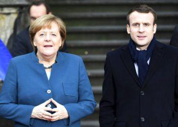La canciller de Alemania, Angela Merkel (izquierda), y el presidente de Francia, Emmanuel Macron, a su llegada al ayuntamiento de Aquisgrán, Alemania, el 22 de enero de 2019 para firmar un tratado bilateral de cooperación. Foto: Federico Gambarini / dpa vía AP.