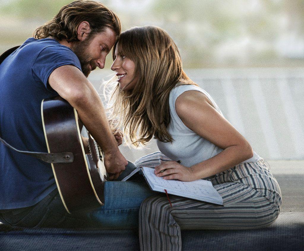 """En esta imagen difundida por Warner Bros. Pictures, Bradley Cooper y Lady Gaga en una escena de """"A Star is Born"""". Foto: Warner Bros. Pictures vía AP."""