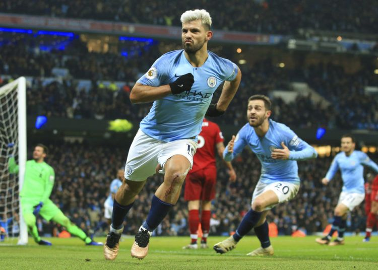 El argentino Sergio Agüero, del Manchester City, festeja luego de anotar el primer tanto de su equipo ante Liverpool, el jueves 3 de enero de 2019. Foto: Jon Super / AP.