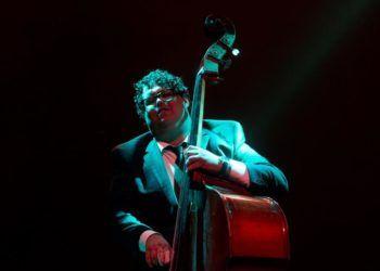 Un concierto del contrabajista cubano Gastón Joya abrió hoy el Festival Internacional Jazz Plaza 2019, que congrega esta semana en La Habana y Santiago de Cuba a figuras internacionales como la cantante Joss Stone, el baterista Dennis Chambers o el pianista Jordi Sabatés. Foto: Yander Zamora / EFE.