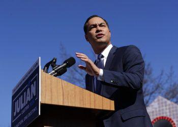 El político demócrata Julián Castro lanza su candidatura presidencial para el 2020 en San Antonio, Texas el 12 de enero del 2019. Foto: Eric Gay / AP.