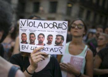 """La agresión sexual de """"la Manada"""" y su tratamiento judicial, han provocado indignación en España. Foto: El País."""