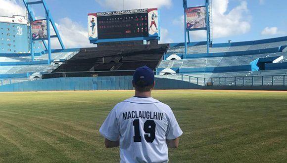 McLaughlin, un joven de 24 años, sueña con escuchar su nombre algún día por los parlantes del estadio Latinoamericano, la casa de los Leones de Industriales. Foto: Tomada de Facebook
