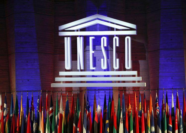 Logo de la Organización de Naciones Unidas para la Educación, la Ciencia y la Cultura (UNESCO), durante la 39na sesión de la Conferencia General en la sede del organismo en París, 2017. Foto: Christophe Ena / AP.