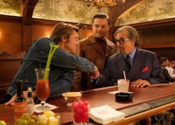 "De izquierda a derecha: Brad Pitt, Leonardo Di Caprio y Al Paciono, en una escena de ""Once Upon a Time in Hollywood"". Foto: Andrew Cooper/©2019 Sony Pictures Entertainment."
