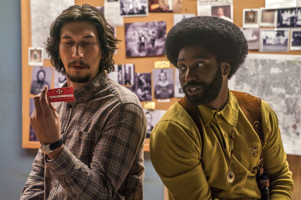"En esta imagen difundida por Focus Features, Adam Driver, a la izquierda, y John David Washington en una escena de ""BlacKkKlansman"". Foto: David Lee / Focus Features vía AP."