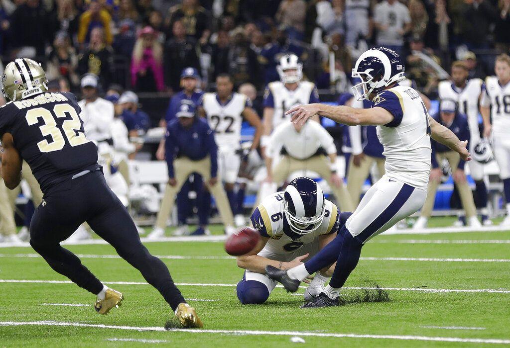 El pateador Greg Zuerlein conecta un gol de campo por los Rams de Los Ángeles en duelo por el campeonato de la Conferencia Nacional de la NFL frente a los Saints, en Nueva Orleáns, el domingo 20 de enero de 2019. (AP Foto/Gerald Herbert)
