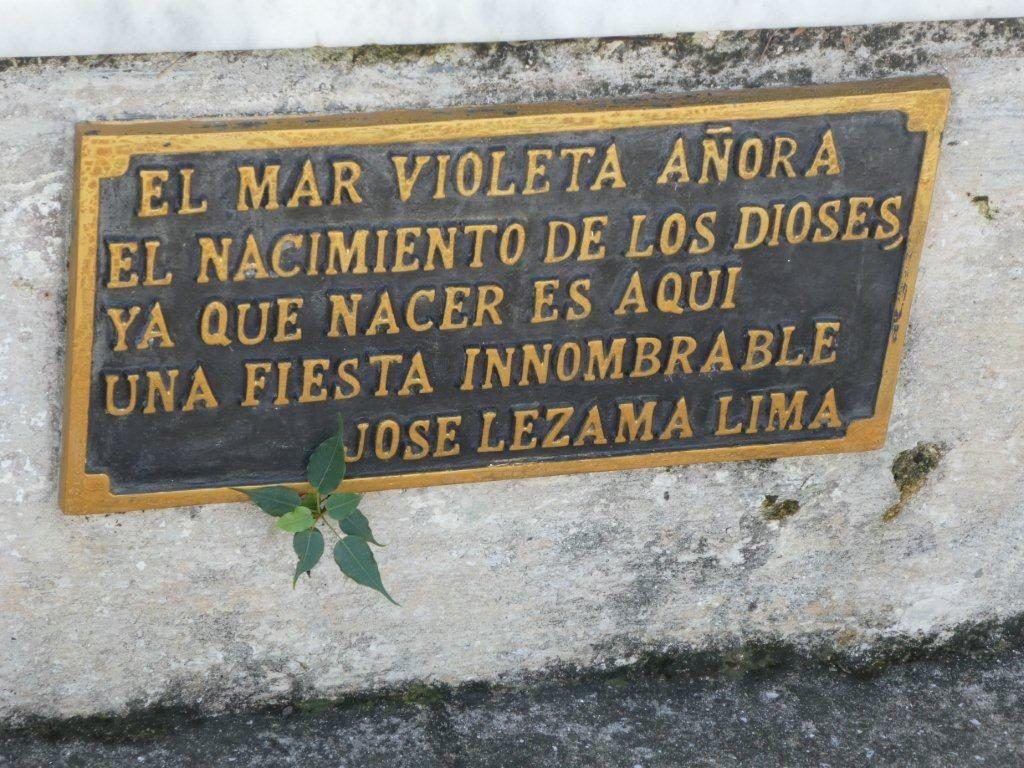 Tarja en la tumba de Lezama. Foto: Josefina de Diego.