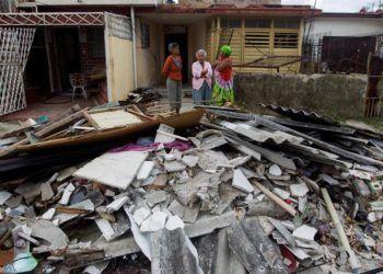 Daños causados en una vivienda de La Habana por el intenso tornado del 27 de enero de 2019. Foto: EFE.