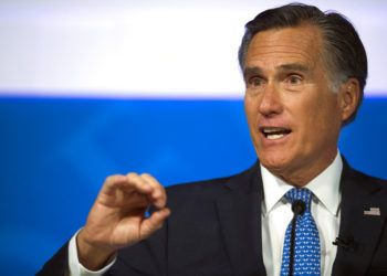 El senador electo y excandidato presidencial republicano Mitt Romney . Foto: James M. Dobson / The Spectrum vía AP / Archivo.