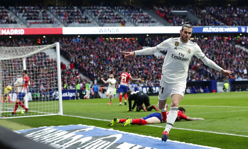 Gareth Bale del Real Madrid tras marcar el tercer gol en la victoria 3-1 ante el Atlético de Madrid en la Liga española en el estadio Wanda Metropolitano en Madrid, el sábado 9 de febrero de 2019. (AP Foto/Manu Fernández)