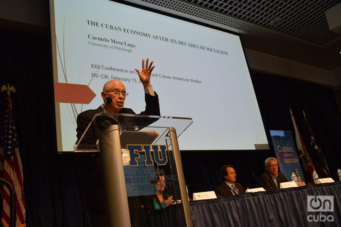 El economista y académico Carmelo Mesa-Lago durante la 12 Conferencia de estudios cubanos y cubano-americanos. Foto: Marita Pérez Díaz.