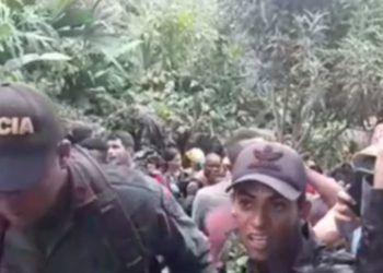 El grupo de migrantes podría superar las mil personas. Foto: Captura de video Telemundo 51.