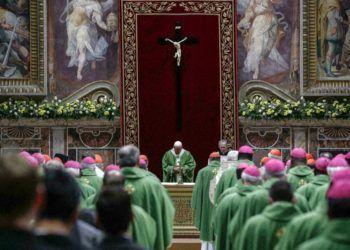 El Papa Francisco oficia una misa en el Vaticano, el 24 de febrero de 2019, en la clausura de una cumbre de líderes religiosos para la prevención de abusos sexuales en el seno de la institución. Foto: Giuseppe Lami / Pool vía AP.