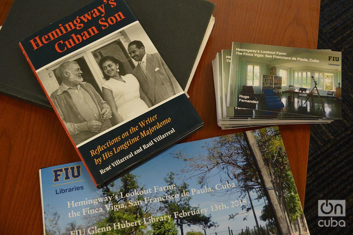"""""""El hijo cubano de Hemingway"""", uno de los libros que Fernández usó para aprender sobre la casa de Hemingway en Cuba. Foto: Marita Pérez Díaz."""