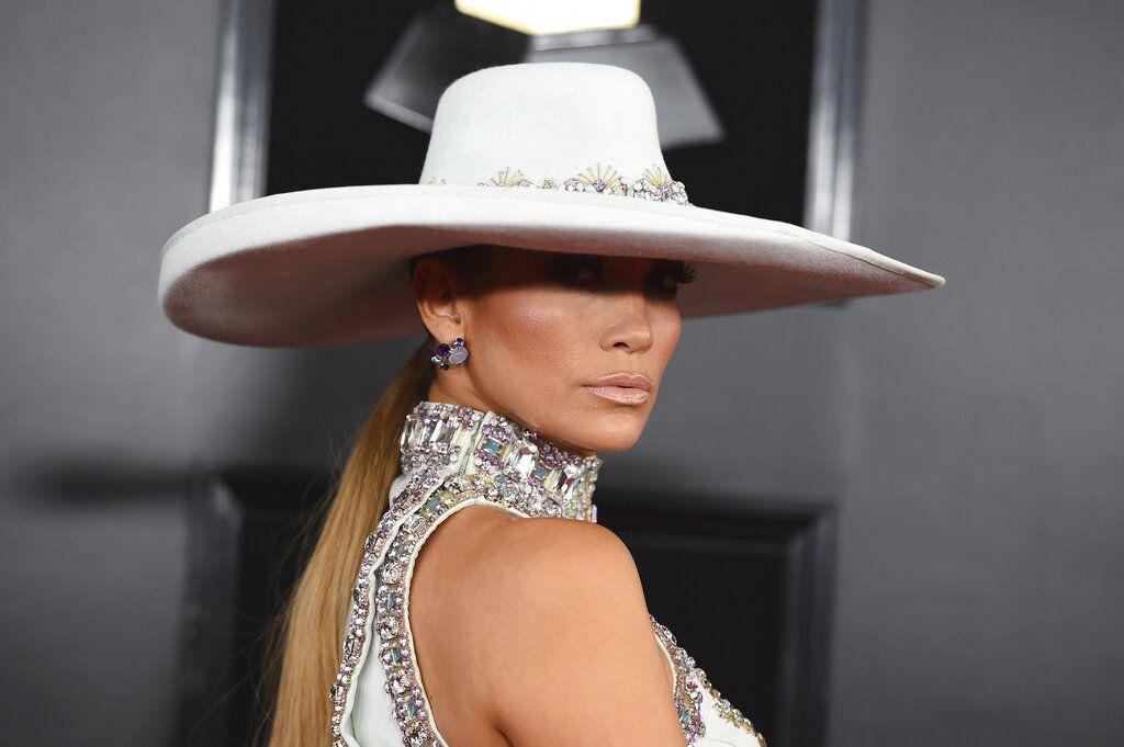 Jennifer López llega a la ceremonia de los premios Grammy el domingo 10 de febrero de 2019 en Los Angeles. Foto: Jordan Strauss/Invision/AP.