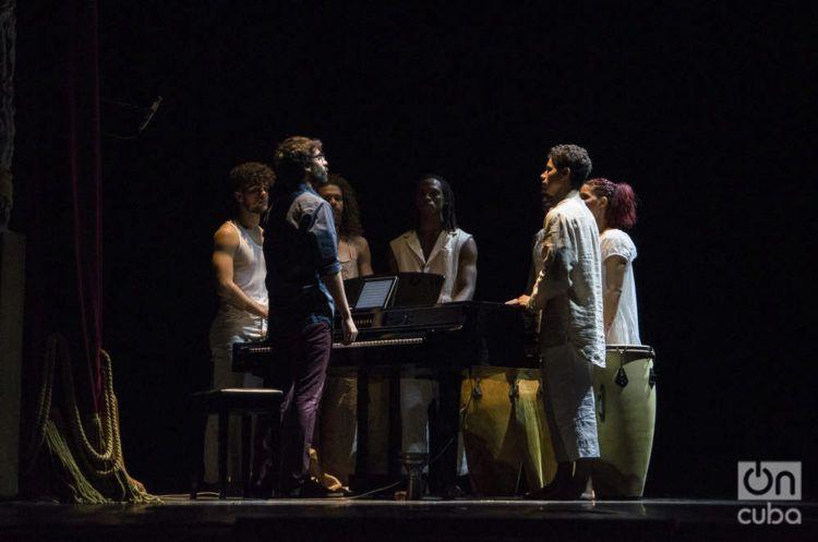 """La compañía Acosta Danza estrena la obra """"Cor"""", en el Gran Teatro Alicia Alonso de La Habana. Foto: Enrique Smith."""