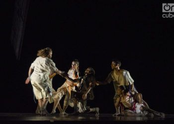 """La compañía Acosta Danza estrena la obra """"Portal"""", en el Gran Teatro Alicia Alonso de La Habana. Foto: Enrique Smith / Archivo."""