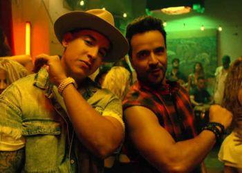 """Daddy Yankee (izq) y Luis Fonsi (der) en un fotograma del video clip de """"Despacito"""". Foto: YouTube."""