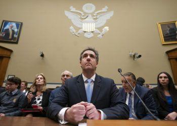 Michael Cohen, ex abogado personal de Donald Trump, al finalizar su día de testimonio ante la  Comisión para la Supervisión y Reforma del Gobierno de la Cámara de Representantes el miércoles 27 de febrero de 2019 en Washington. Foto: J. Scott Applewhite / AP.