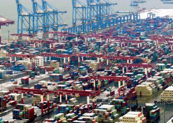 Actividad en el puerto en Qingdao, en la provincia de Shandong, en el este de China. Foto: Chinatopix vía AP / Archivo.
