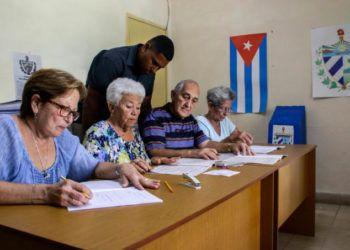 Colegio electoral del municipio Playa, en La Habana, durante el ensayo del referendo sobre la nueva Constitución cubana, realizado el 17 de febrero de 2019. Foto: Abel Padrón / Trabajadores.
