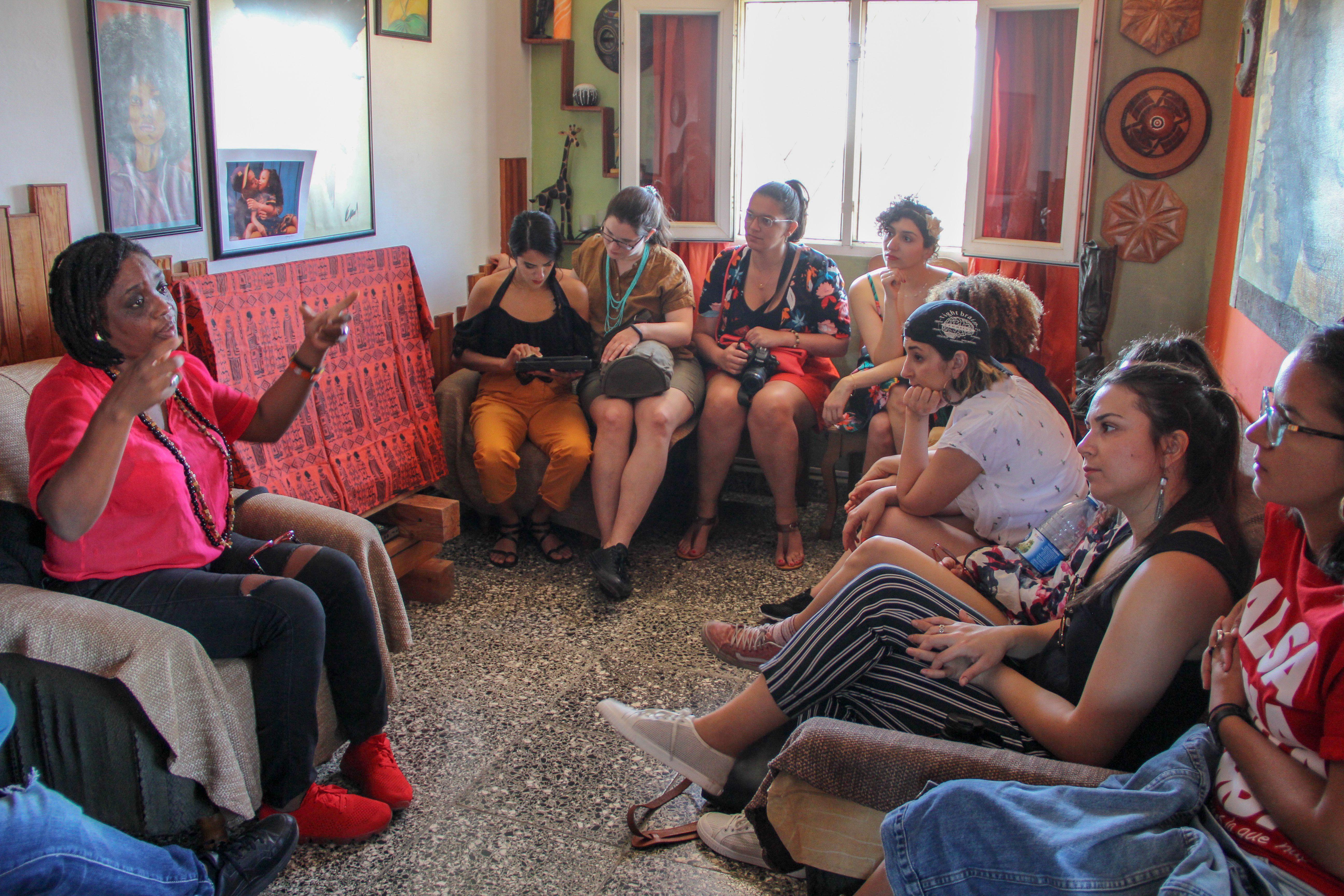 Conversación sobre raza y género en Regla junto a Magia López. Foto: Cortesía de CubaOne.