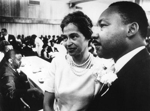 Rosa Parks junto a Martin Luther King.