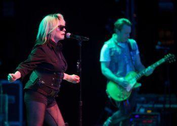 La cantante de la banda estadounidense Blondie Deborah Ann Harry, más conocida como Debbie Harry, se presenta durante un concierto de la agrupación el 15 de marzo de 2019 en el teatro Mella de La Habana (Cuba). Foto: Yander Zamora / EFE.