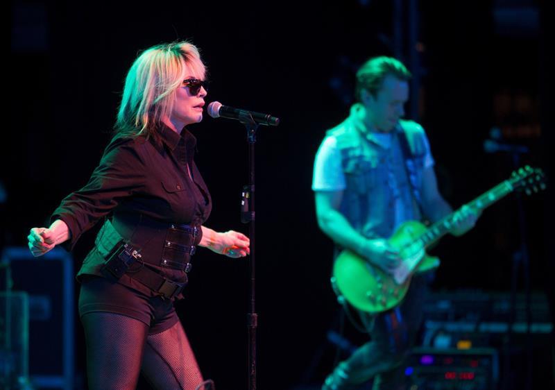 La cantante de la banda estadounidense Blondie Deborah Ann Harry, más conocida como Debbie Harry se presenta durante un concierto de la agrupación este 15 de marzo de 2019 en el teatro Mella de La Habana (Cuba). EFE/Yander Zamora