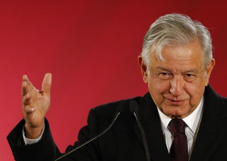 En esta imagen del 9 de enero de 2019, el presidente de México Andrés Manuel López Obrador durante una conferencia de prensa en la Ciudad de México. (AP Foto/Rebecca Blackwell, Archivo)