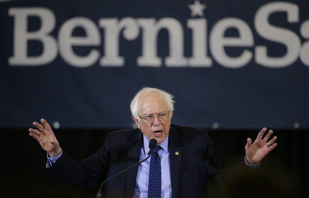 Bernie Sanders hablando durante un acto en Concord, New Hampshire, el 10 de marzo del 2020. Foto: Steven Senne / AP.