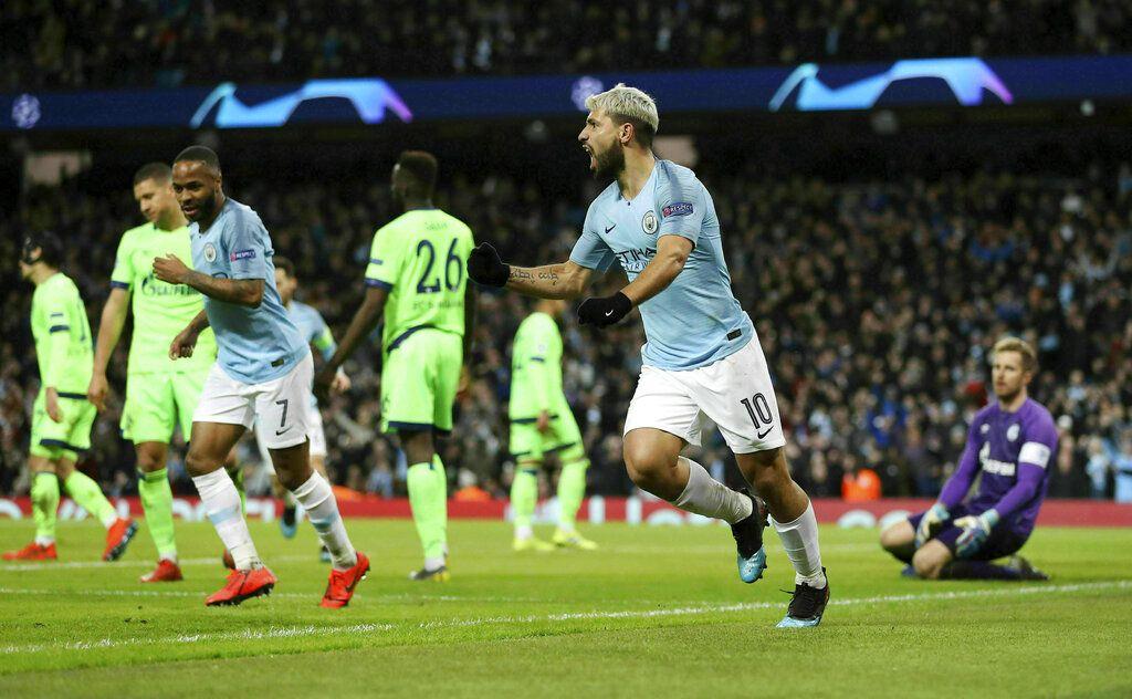 El atacante argentino Sergio Agüero del Manchester City festeja tras marcar un gol en el partido ante Schalke en los octavos de final de la Liga de Campeones en Manchester, Inglaterra, el martes 12 de marzo de 2019. (Martin Rickett/PA via AP)