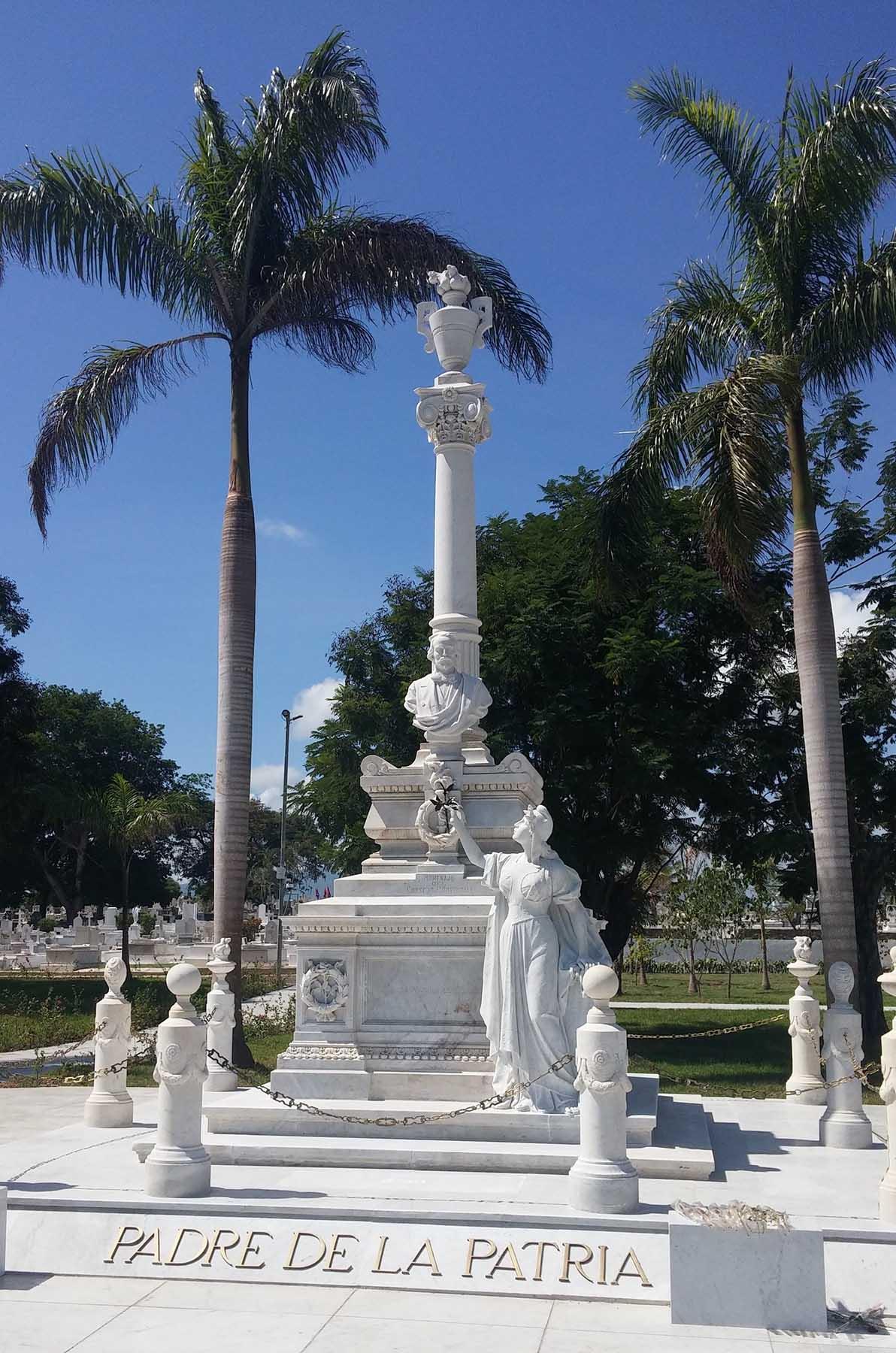 Monumento funerario de Carlos Manuel de Céspedes, en la actuali-dad, en el Cementerio de Santa Ifigenia de Santiago de Cuba. Foto: Ignacio Fernández Díaz.