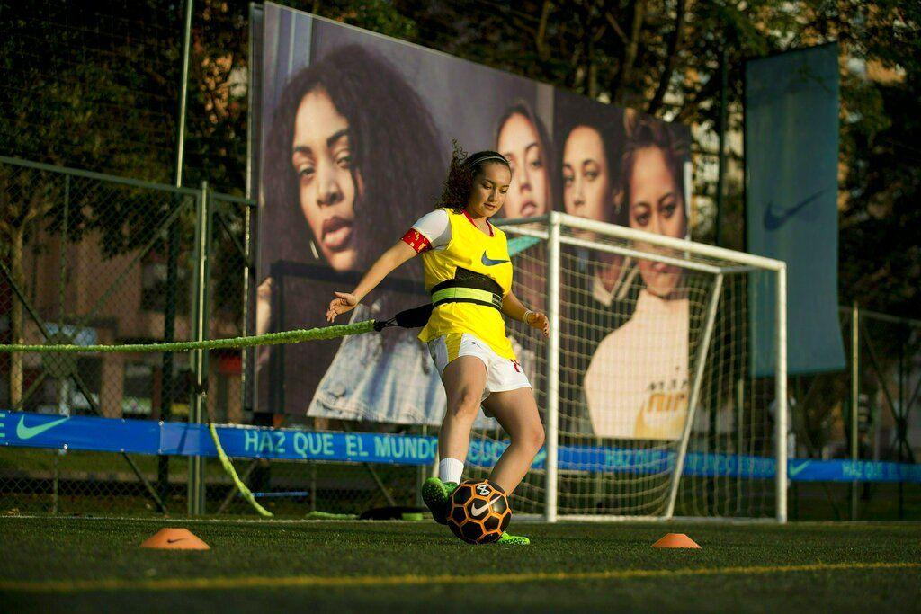 El torneo profesional femenino de Colombia, primero de América Latina, vivió una fuerte crisis hace unas semanas y casi desaparece. (AP Foto/Fernando Vergara)