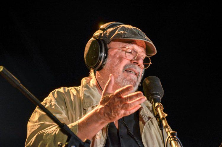 El cantautor Silvio Rodríguez en uno de sus conciertos por barrios de Cuba. Foto: Kaloian / Archivo.