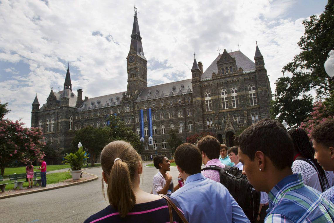 Los estudiantes de familias pobres tienen un desfazaje académico de 4 años en relación a los más ricos. (AP Foto/Jacquelyn Martin, Archivo)