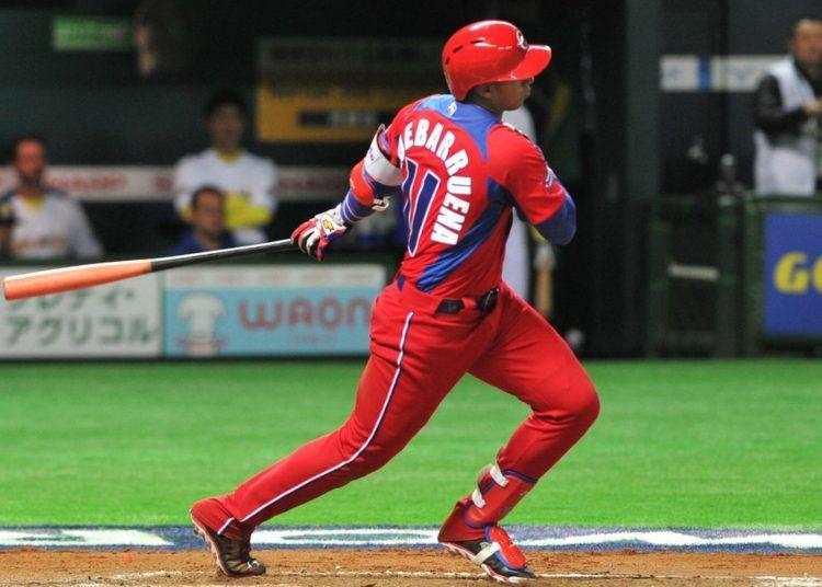 Erisbel Arruebarrena está en trámites para volver al béisbol cubano. Foto: Getty Images