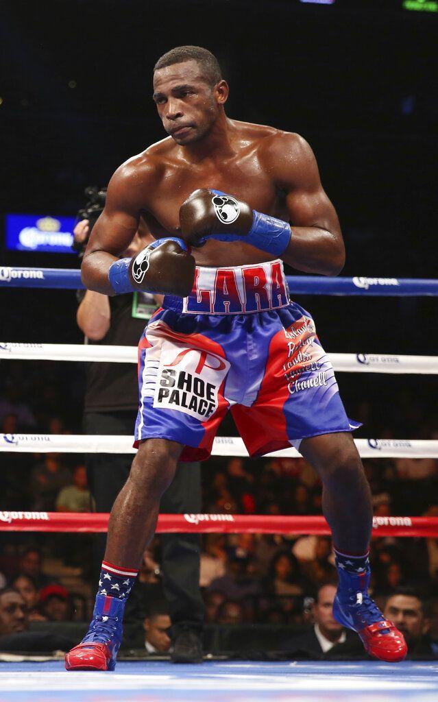 ARCHIVO - En esta foto del 14 de octubre de 2017, el cubano Erislandy Lara durante una pelea contra Terrell Gausha por el centro superwelter. (AP Foto/Steve Luciano)