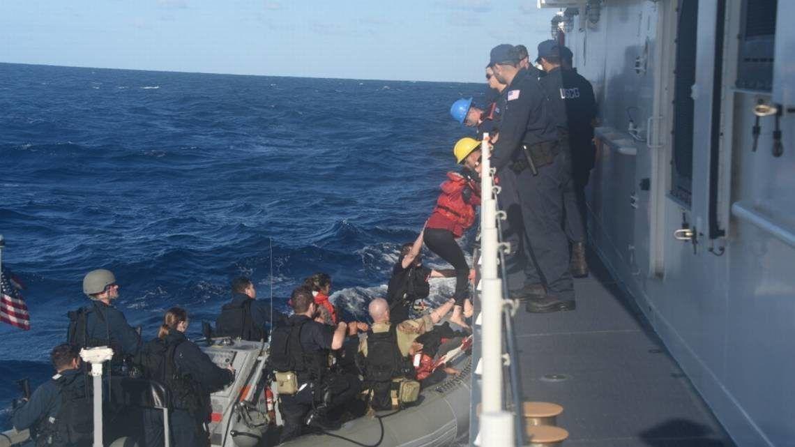 El buque de la Guardia Costera Charles Sexton rescató a 26 inmigrantes cubanos a unas 50 millas de la costa de Long Key el martes 12 de marzo de 2019.  Foto: Guardia Costera.