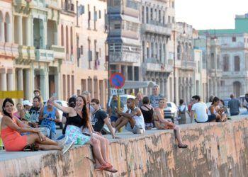 Malecón habanero, domingo 4 de marzo de 2019. Foto: Ernesto Mastrascusa / EFE.