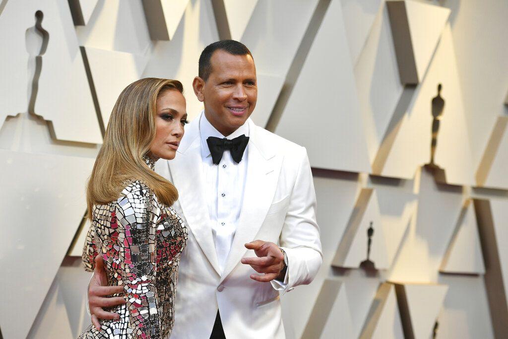 Jennifer López y Alex Rodríguez llegan a la ceremonia de los premios Oscar en el Teatro Dolby en Los Angeles, el 24 de febrero de 2019. Foto: Jordan Strauss / Invision / AP.