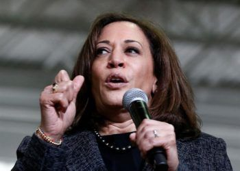 La senadora Kamala Harris se dirige a la audiencia en el Texas Southern University Recreational Center, en Houston, el 23 de marzo de 2019. Foto: Larry W. Smith / EPA / EFE.