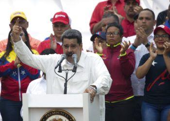 El presidente de Venezuela Nicolás Maduro habla con sus simpatizantes durante un mitin en Caracas el sábado 9 de marzo de 2019. Foto: Ariana Cubillos / AP.