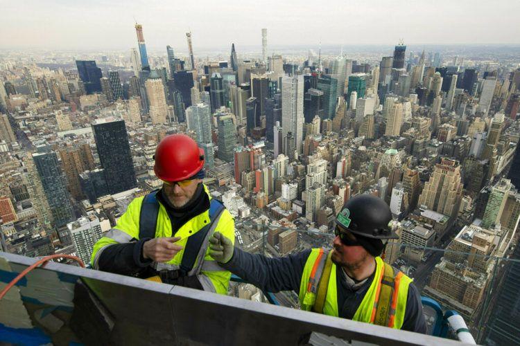 Obreros trabajan en el observatorio de Hudson Yards, el proyecto que está cambiando la fisonomía de Nueva York. Foto del 8 de marzo del 2019. Foto: Mark Lennihan / AP.