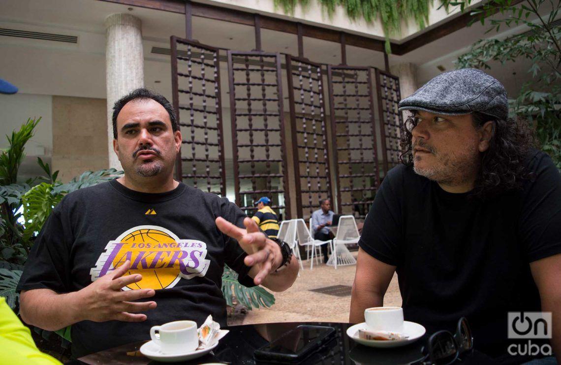 Ulises Bella y Asdru Sierra, dos de los integrantes de la banda chicana, Foto: Otmaro Rodríguez.
