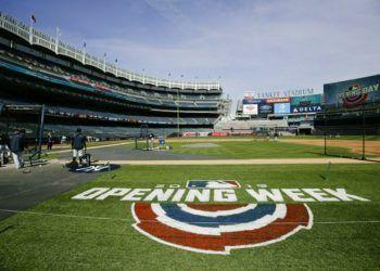 Jugadores de los Yankees de Nueva York toman parte de una práctica de bateo durante un entrenamiento el miércoles 27 de marzo de 2019, en Nueva York. (AP Foto/Frank Franklin II)