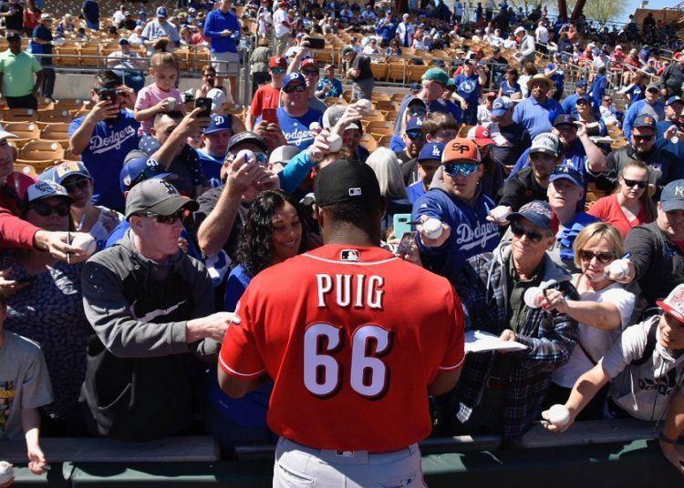 Yasiel Puig fue recibido como una estrella por miles de fanáticos de los Dodgers . Foto: Cincinnati Reds